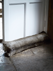 luxurious-supersoft-fur-draught-excluder-wolf-h-drawlf
